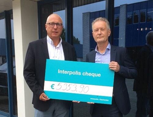 Cheque van € 5.353,90 voor Stichting Collectieve Beveiliging